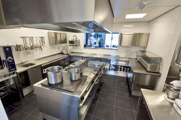 Areas of Your Restaurant That Need Thorough Restaurant Cleaning